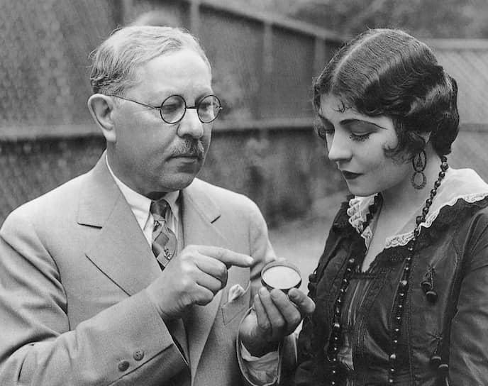 Макс Фактор с актрисой Рене Адоре, 1925