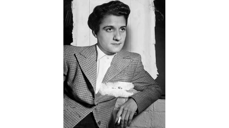 Анджела Каломирис, 1949