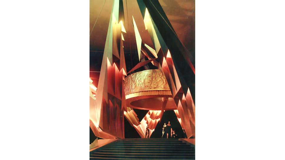 Август Ланин. Проект цветомузыкальной установки «Красная гвоздика», 1977