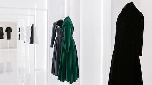 Ничего лишнего — только платья  / Елена Стафьева о выставке «Алайя и Баленсиага. Скульпторы форм»