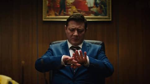 «Мне никогда не хотелось шутить про Путина»  / Роман Волобуев о политической сатире и своем сериале «Последний министр»