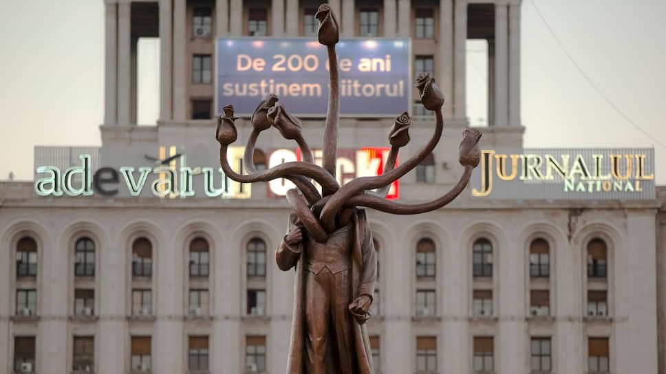 Костин Ионицэ «Ленин, переделанный в гидру». 2012