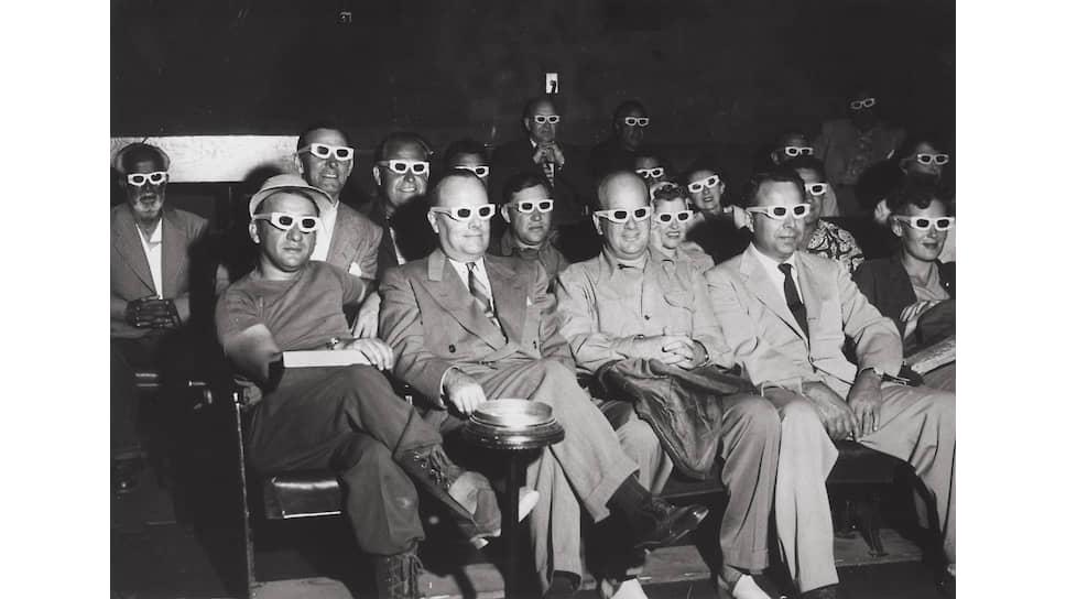 Зрители на 3D-фильме «Дьявол Бвана», 1952