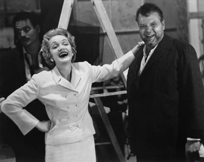 Марлен Дитрих и Орсон Уэллс на съемках «Печати зла», 1957