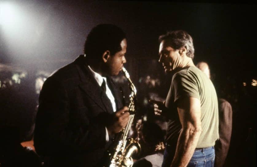 Форест Уитакер и Клинт Иствуд на съемках «Птицы», 1988