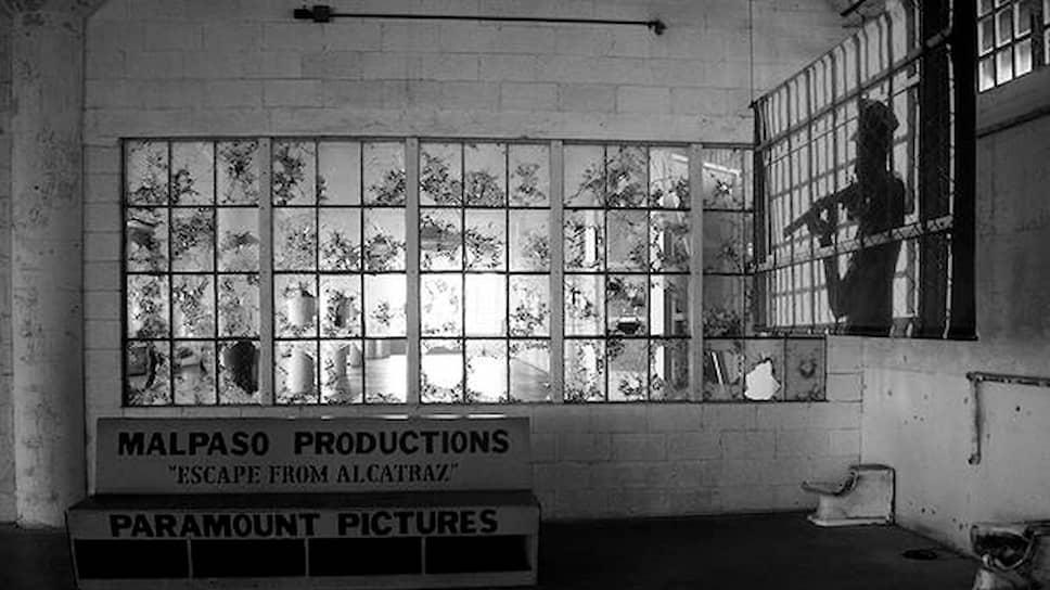 Скамейка Malpaso Production на площадке «Побега из Алькатраса» Дона Сигела, 1979