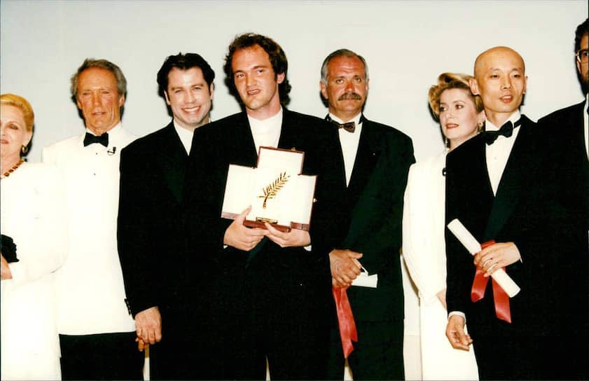 Слева направо: Клинт Иствуд, Джон Траволта, Квентин Тарантино, Никита Михалков, Катрин Денёв и Гэ Ю на церемонии закрытия Каннского кинофестиваля, 1994