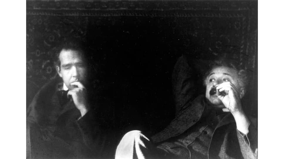 Нильс Бор и Альберт Эйнштейн, 1925