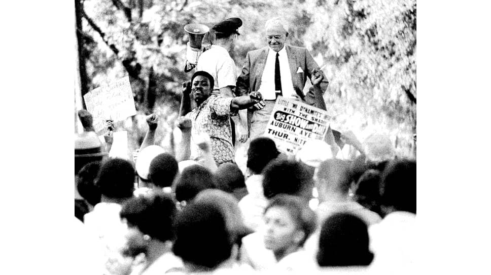 Митинг против действий офицера полиции, стрелявшего в чернокожего мужчину, Атланта, сентябрь 1966