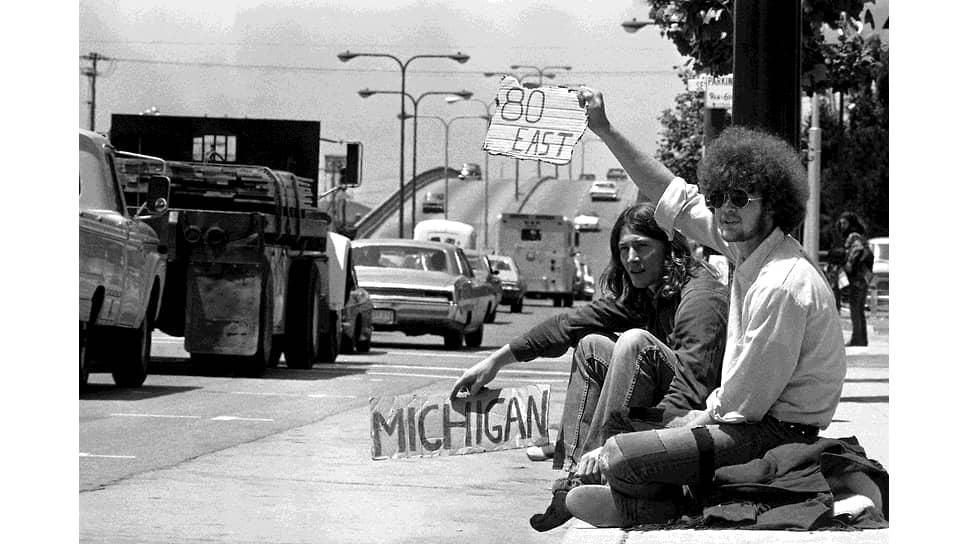 Студенты университета Беркли, путешествующие автостопом, Калифорния, июнь 1971
