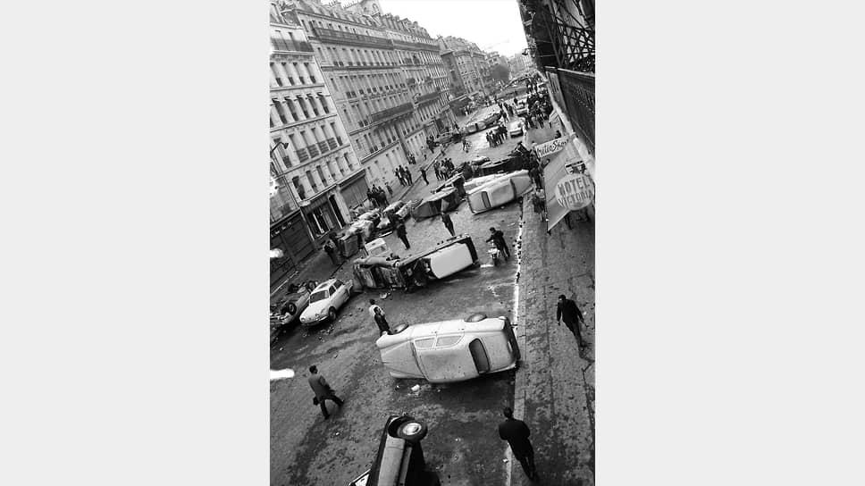 Улица Гей-Люссака в Латинском квартале в Париже после столкновения студентов и полиции, 11мая 1968