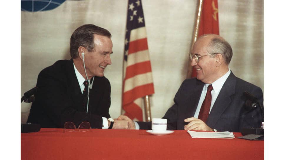 Джордж Буш и Михаил Горбачев. Валлетта, Мальта, 3 декабря 1989