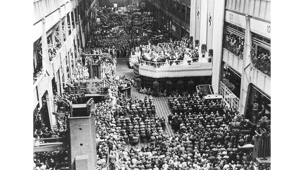 Концерт Берлинского филармонического оркестра под управлением Вильгельма Фуртвенглера в производственном зале берлинского оружейного завода, 17мая 1943года