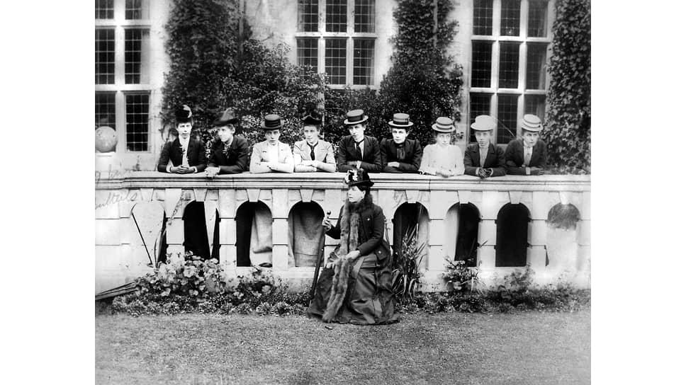 Женская групповая фотография, 1882