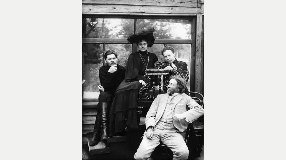 Слева направо: Максим Горький, Мария Андреева, Наталья Нордман и Илья Репин, 1905