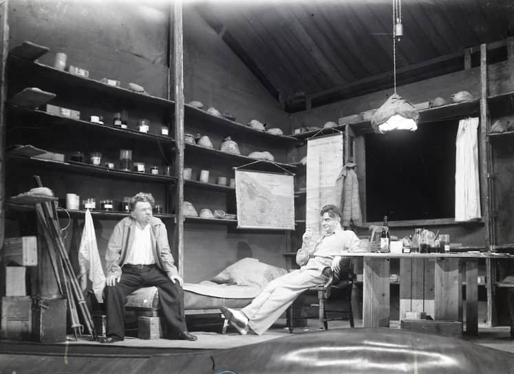 «Глубокая разведка» в МХАТе, 1943. Художественное оформление Владимира Татлина. Музей МХАТ