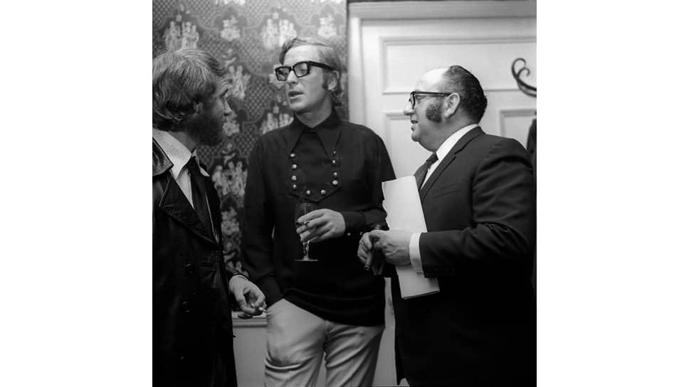Слева направо: Майк Ходжес, Майкл Кейн и Майкл Клингер, 1971