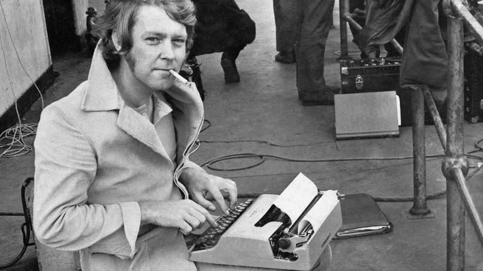 Тед Льюис на съемочной площадке «Убрать Картера», 1970