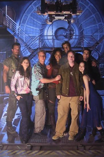 Джосс Уидон на съемках сериала «Светлячок», 2003