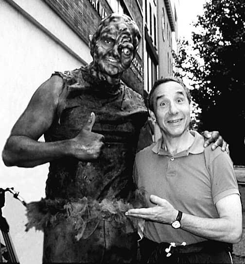 Ллойд Кауфман на съемках фильма «Токсичный мститель», 1985