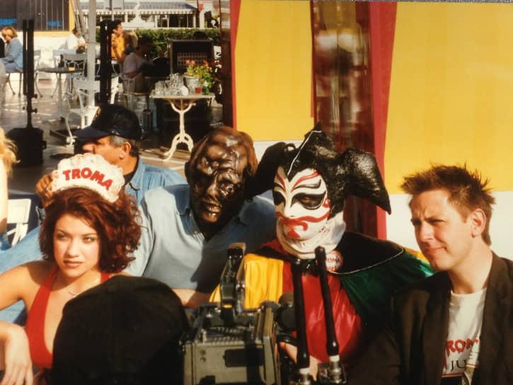 Джеймс Ганн и команда Troma на Каннском фестивале, 1997