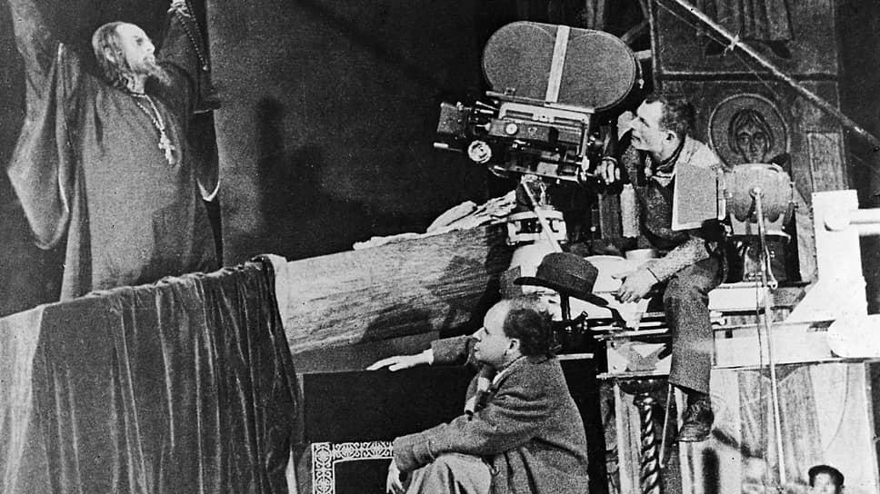 Николай Черкасов, Сергей Эйзенштейн и Эдуард Тиссэ на съемках «Ивана Грозного», 1945