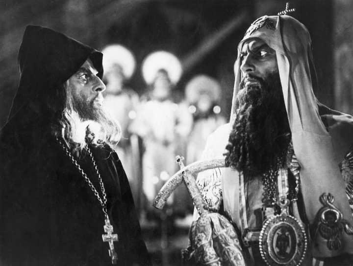 Андрей Абрикосов в роли митрополита Филиппа (справа)