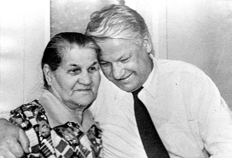 С матерью. 1989 год