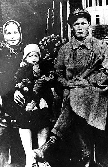 С родителями. 1933 год