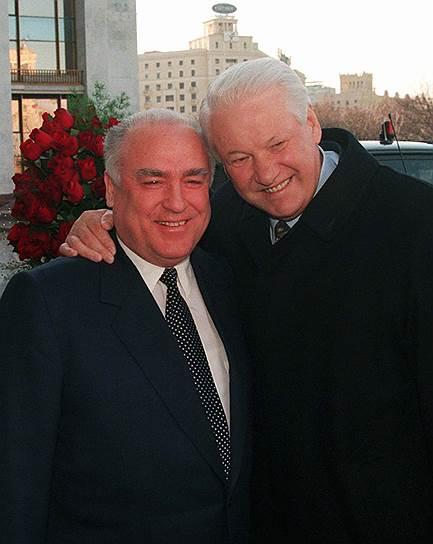 Финансовый кризис подорвал силы Бориса Ельцина и вынудил его вновь опереться на Виктора Черномырдина