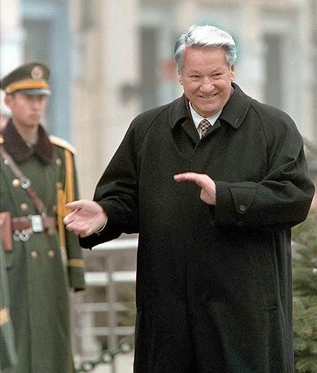 Информация о зарубежных поездках Бориса Ельцина в 1997-1998 годах проходила под грифом «улыбки разных широт»