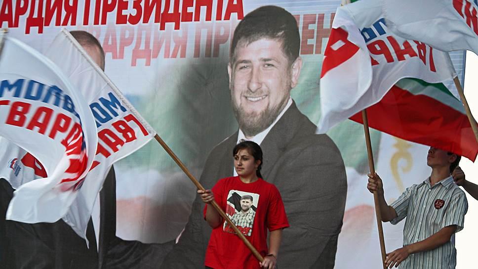 «Культ личности может быть и в хорошем смысле слова. Если сжигали бы портреты, рвали их, это уже было бы плохо. А вы посмотрите, даже если в лесу повесят портрет Путина или Кадырова, никто не тронет»