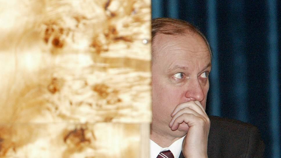 По поручению нового российского премьера присматривать за новым российским президентом будут глава его администрации Сергей Нарышкин и секретарь Совета безопасности Николай Патрушев (на фото)