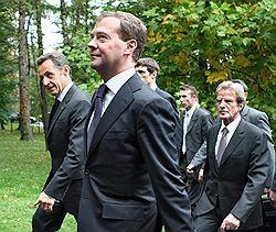 Дмитрий Медведев предложил хорошим России и Европе дружить вместе против плохих США. Загружается с сайта Ъ