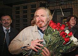 Путь Сергея Сторчака (на фото) из тюрьмы оказался усыпан розами. Шипы, возможно, достанутся Валерию Драганову на пути в обратном направлении. Загружается с сайта Ъ