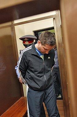 Обстоятельства для милиционера Евсюкова складываются таким образом, что он может уже никогда не выйти на свободу. Фото: Андрей Стенин/Коммерсантъ. Загружается с сайта Ъ