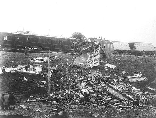 При крушении поезда Александра III наибольшие повреждения получил устаревший вагон министра путей сообщения Константина Посьета (на фото)