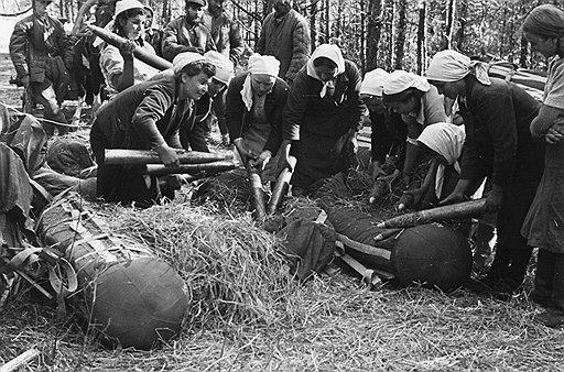 Успех партизанских акций определялся во многом объемами имевшихся у них в распоряжении боеприпасов и оперативностью их доставки к месту использования (на фото)