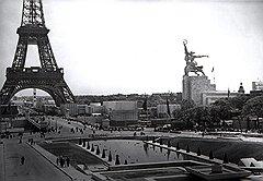 Разобрать скульптуру было еще сложнее, но СССР не мог допустить, чтобы «Рабочий и колхозница» стали еще одним символом Парижа