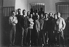 Большинство политических заключенных имело возможность отправиться в Сибирь вместе с семьями, а в тюрьме или ссылке проводить время в обществе товарищей по борьбе (на фото)