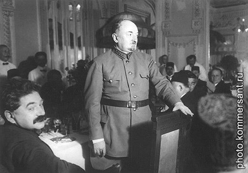 Георгию Чичерину выпало руководить дипломатией государства, у которой основой внешней политики был экспорт мировой революции
