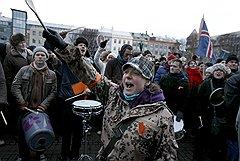 Из-за финансового кризиса под контроль государства попали большинство банков, что заставило флегматичных исландцев проявить неслыханную социальную активность (на фото)