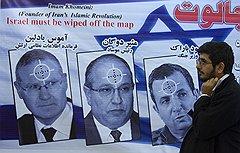 Руководитель «Моссада» — центральная фигура антиизраильского иконостаса, куда по должности входят также главы военной разведки (слева) и министр обороны Израиля (справа)