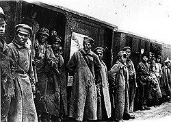 Получив билет на войну, пассажиры красноармейских эшелонов не слишком стремились доехать до конечной станции