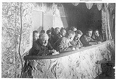 Балету Большого театра покровительствовали и первый красный офицер Климент Ворошилов, и секретарь ЦИКа Авель Енукидзе (на фото на переднем плане). Но поплатился за это только последний: в 1935 году его сняли со всех постов с формулировкой «за моральное разложение»