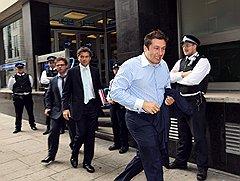 Бывшему совладельцу компании «Евросеть» Евгению Чичваркину президентские поправки вернуться в Россию не помогут: 28 января 2009 года Басманный суд заочно санкционировал его арест по обвинению в похищении человека и вымогательстве (ст. 126 и 163)