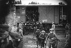 Многие дети, привезенные в детдома и трудколонии, оказались в таких условиях, что вскоре предпочли отправиться в противоположном направлении