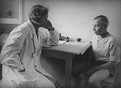 В начале 20-х годов комиссиям о несовершеннолетних предписали рассматривать детские криминальные наклонности как болезнь, нуждающуюся в лечении