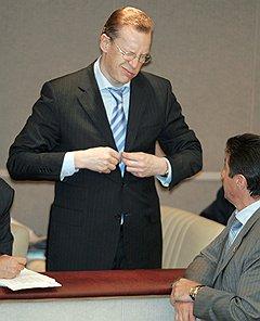Застегнутый врасплох. Полпред правительства в Государственной думе Андрей Логинов. Москва, 2004 год