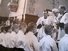 Лоренс Мерфи (на фото — слева) вступал с маленьким Артуром Будзинским в отношения, далекие от пастырских. Сорок с лишним лет спустя Будзински решил, что сейчас самое время помянуть прошлое